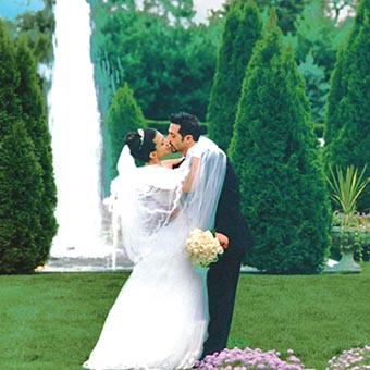 Bride and groom kissing in The Carltun garden area.
